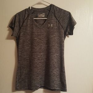 UNDER ARMOUR  LADIES SMALL SEMI FITTED GRAY SHIRT